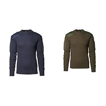 ID Mens Armee versehen Pullover mit Patches.