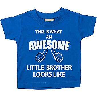 これは何の素晴らしい弟に見えるようなブルー t シャツです。