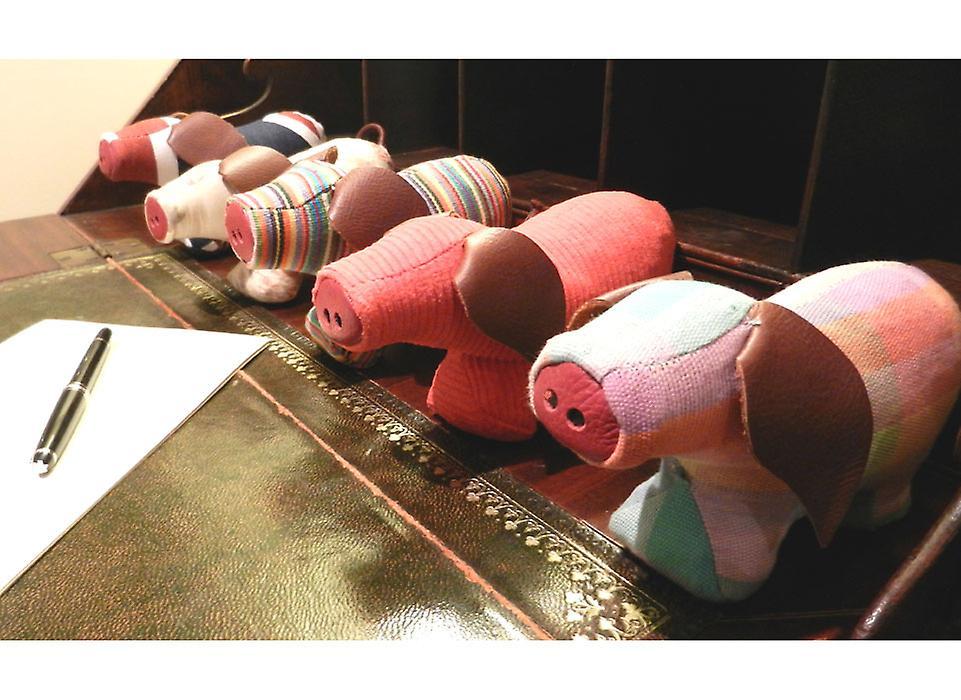 Denim Presse-papiers de porc par Monica Richards