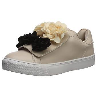 MIA Amore Womens Primrose Low Top Slip On Fashion Sneakers