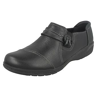Ladies Clarks Smart Flats Cheyn Madi
