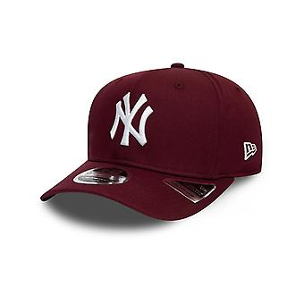New Era Total Stretch Snap 9FIFTY Cap in Maroon/White