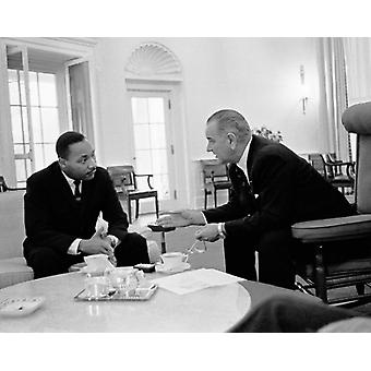 Martin Luther King Jr and President Lyndon Johnson Oval Office 1963 Poster Print by McMahan Photo Archive (10 x 8)