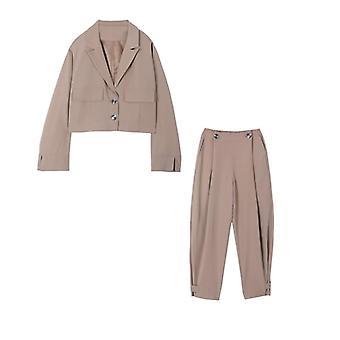 Volný kancelářský dámský oblek