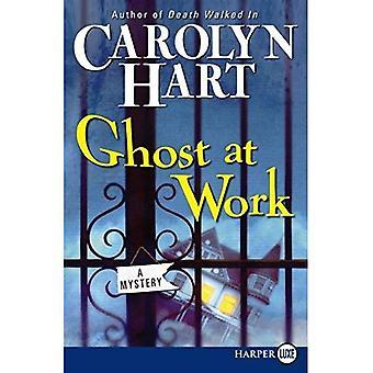 Fantôme au travail: un mystère de Ruth Bailey [gros caractères]
