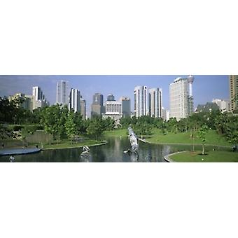 Park In der Stadt Petronas Twin Towers Kuala Lumpur Malaysia Poster drucken