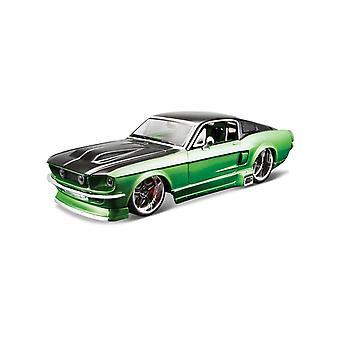 Ford Mustang [Kit] vihreä ja musta (1:24 mittakaavassa Maisto 39094GB)