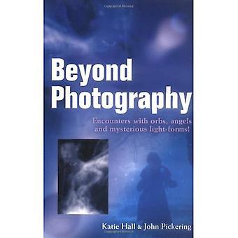 Beyond fotografi: Möten med klot, änglar och lätta former