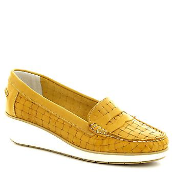 Leonardo Shoes Women's handmade slip-on loafers in yellow woven calf leather