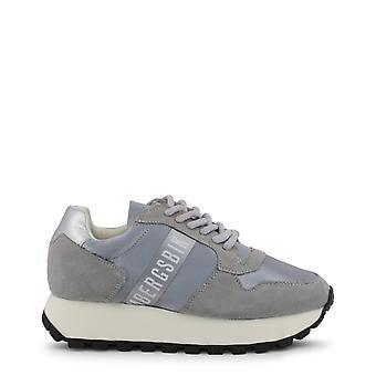 De leren sneakersschoenen van de vrouw b80727