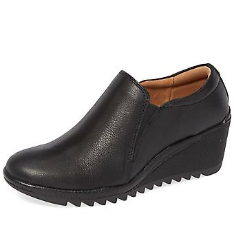 Comfortiva Womens Aniston Leather Closed Toe Clogs