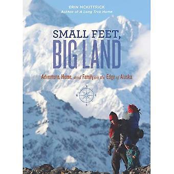 Petits pieds, grand terrain: Aventure, accueil et la famille au bord de l'Alaska