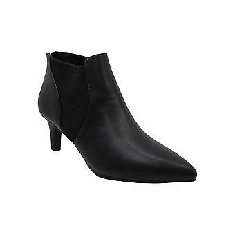 من السهل شارع نساء سانت الجلود وأشار إلى أحذية أزياء الكاحل