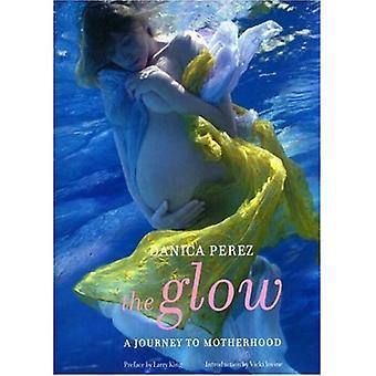 The Glow : A Journey to Motherhood