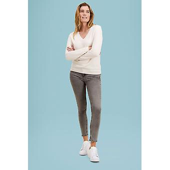 Loop Cashmere V Neck Sweater In Snow