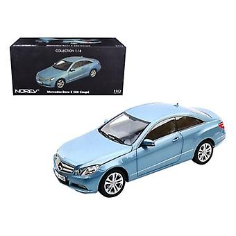 2009 Mercedes E500 Classe E Blue 1/18 Diecast Car Model par Norev