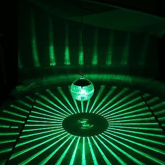 Aurinkovoimalla toimiva uima-allas kelluva led-valo