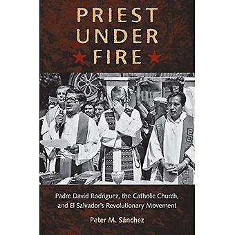 Sacerdote sotto il fuoco: Movimento rivoluzionario di Padre David Rodriguez e di El Salvador