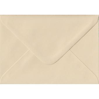 Fløde gummierede C6/A6 farvet creme konvolutter. 100gsm FSC bæredygtig papir. 114 mm x 162 mm. bankmand stil kuvert.