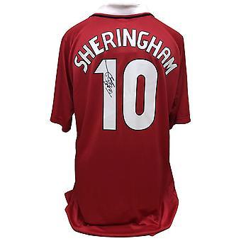 مانشستر يونايتد اف سي شيرينغهام يوقع قميص
