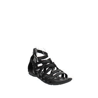 Born | Givery Flat Sandals