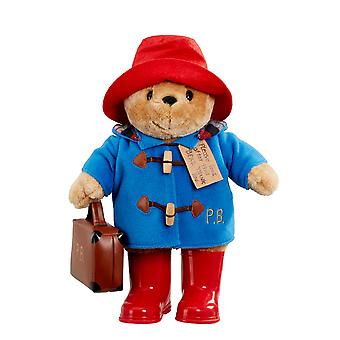 Suuri klassinen Paddington-karhu saappailla ja matkalaukulla