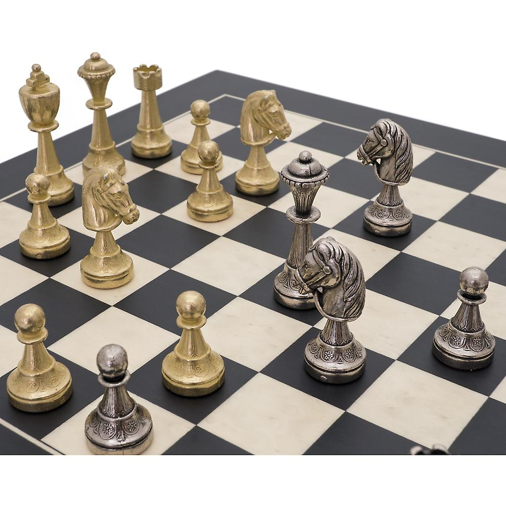 The Finnesburg and Black Classic Chess Set