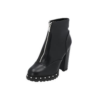 Lost Ink JIN STUD OUTSOLE CLEAT BOOT Women's Boots Black Lace-Up Boots