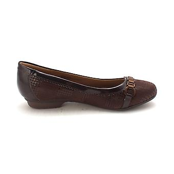 Comfortiva Womens madeira Leather Almond Toe