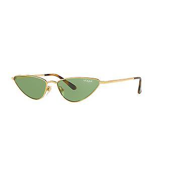 Gigi Hadid pour Vogue La Fayette VO4138S 280/2 Lunettes de soleil vert foncé