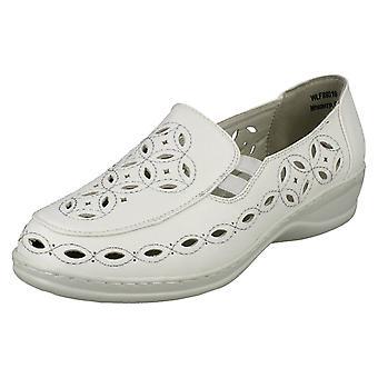 Ladies Ronzo Closed Toe Flat Shoe