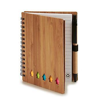 Cuaderno espiral con notas apégamos de lápiz