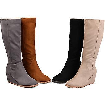 Brinley Co Comfort naisten säännöllinen, leveä vasikka, erittäin leveä vasikka kiila kenkä