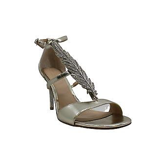 Jewel Badgley Mischka Women ' s Kalama Sandal, hopea/metalli väri, 7,5 M US