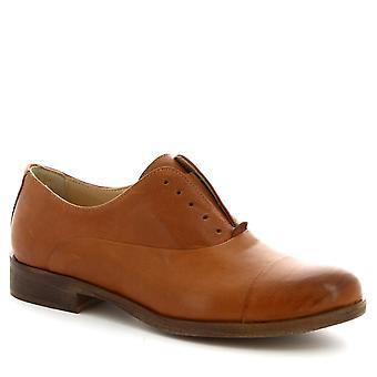 Leonardo Shoes Women's handmade oxford laceless shoes in tan calf leather