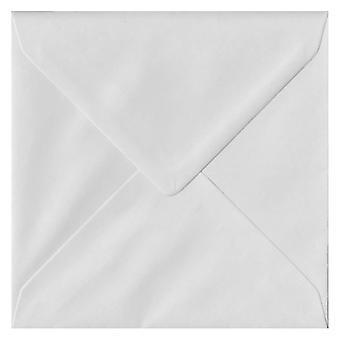 Wit, gegomd 155mm vierkante gekleurde witte enveloppen. 130gsm FSC duurzaam papier. 155 mm x 155 mm. bankier stijl envelop.