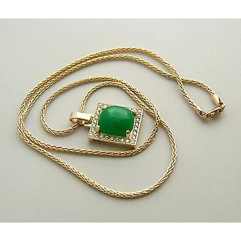Goldene Halskette mit Nephrit-Anhänger