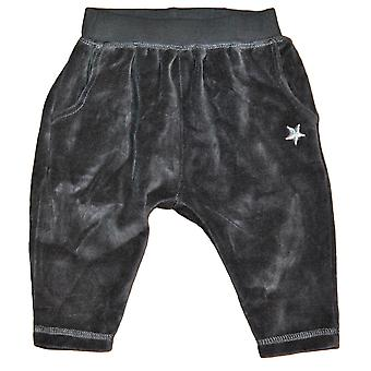 Muhkeat housut tähdellisillä