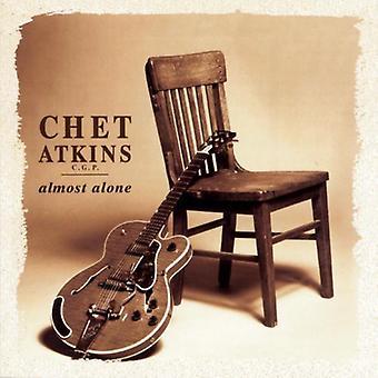 Chet Atkins - melkein yksin [CD] USA tuonti