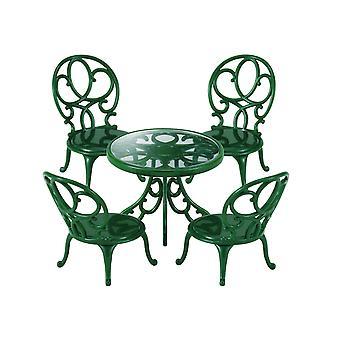 Sylvanian familier utsmykkede hage bord og stoler