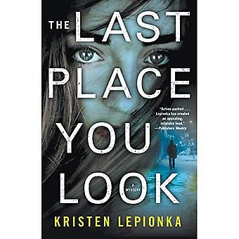 The Last Place You Look: A Mystery (Roxane Weary)