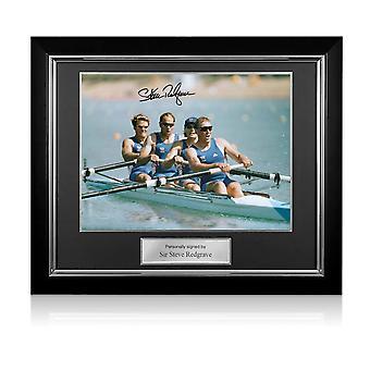 スティーブ・レッドグレイブ卿がオリンピックボートにサイン写真:優勝チーム。デラックスフレーム