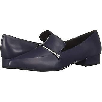 Kenneth Cole Nueva York Mujeres's Camelia Bar Pointy Toe Loafer Flat