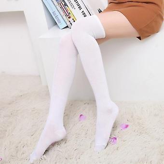 Diz Çorapları Üzerinde Kadın Uyluk Yüksek