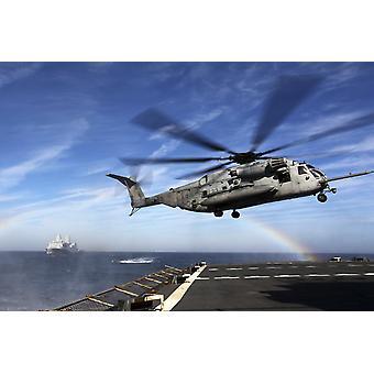 7. joulukuuta 2011 - CH 53E Super ori valmistautuu laskeutua levyn USN: iä Arctic simuloitu laajennettu vierailla hallituksen haku ja takavarikointia Juliste Tulosta