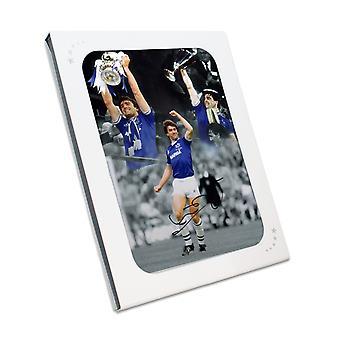 Kevin Ratcliffe unterzeichnet Everton Foto In Geschenkbox