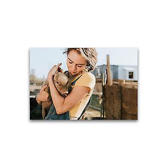 Ung jente med piglet plakat -bilde av Shutterstock