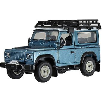 Britains 1: 32 Land Rover Defender Blue with Roof Rack  Winch - Collectable Farm Vehicle 4x4