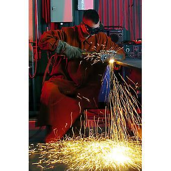 Senior lentäjä käyttää asetyleeni torch leikata metallia Juliste Tulosta Stocktrek kuvia