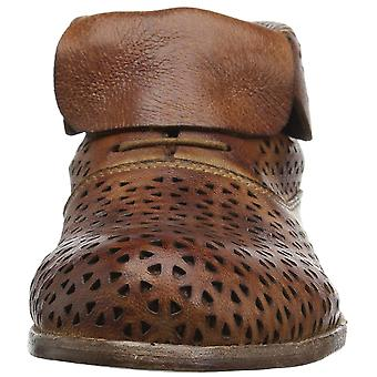 Patricia Nash Women's Sabrina Ankle Boot, Tan, 11 B US